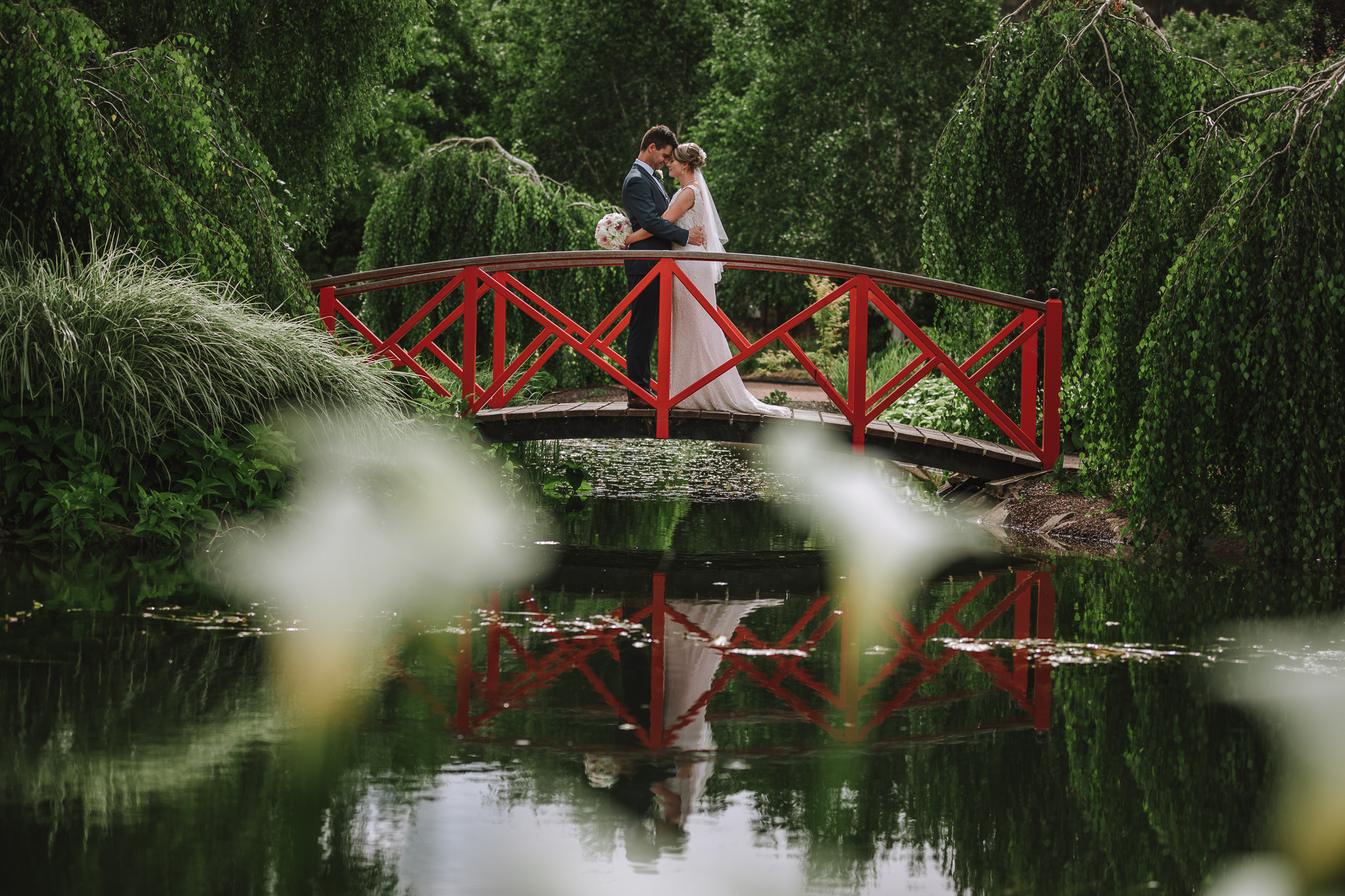 Beautifull Wedding Photographs in the Watergarden